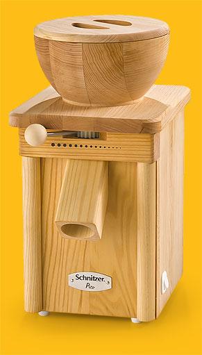 Getreidemühle Pico Linde mit Trichter aus Holz