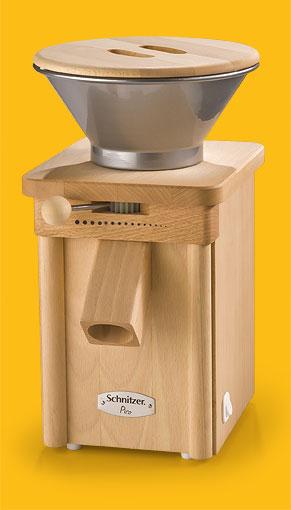 Schnitzer Getreidemühle Pico in Buche mit Metalltrichter