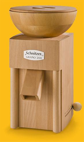 Getreidemühle Schnitzer Grano mit Holztrichter