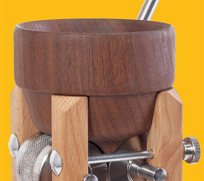 Eschenfelder Flockenquetsche Tischmodell mit Holztrichter aus Nussbaum