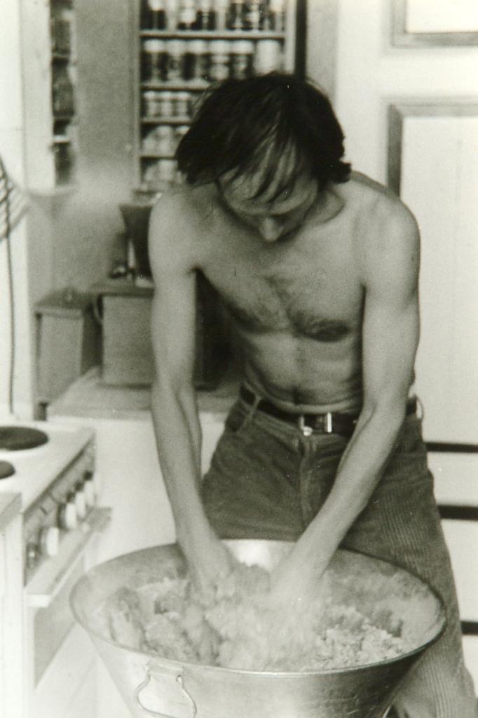 Wolfgang Mock backt Brot